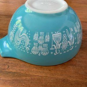 1957 Amish Butterprint Pyrex Nesting Bowl